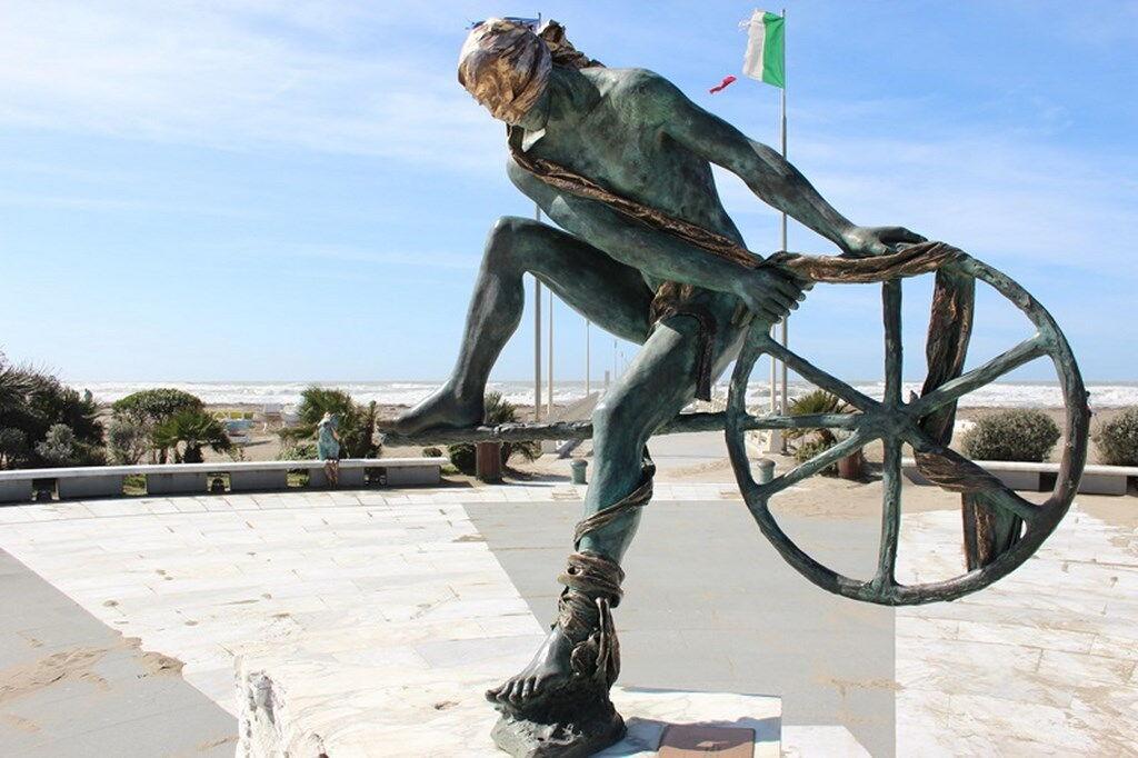 Forte dei Marmi Statue