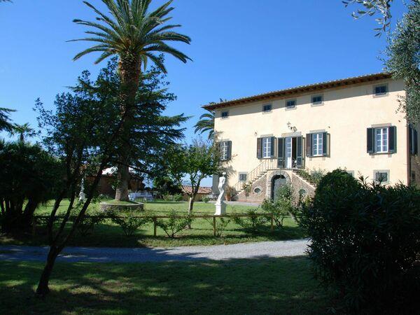 Fubbiano, Villa for rent in San Gennaro, Tuscany