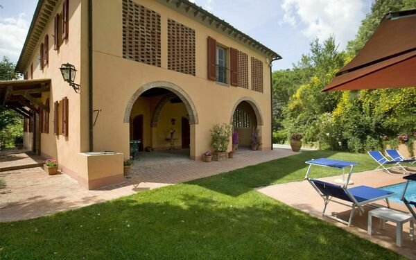 Le Ferrine, Villa for rent in Colleoli, Tuscany