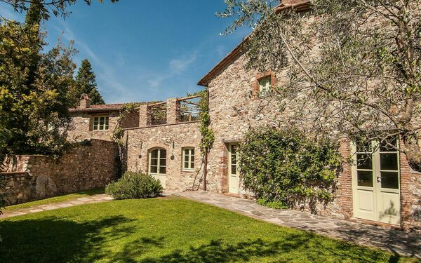 Villa La Sorgente in  Camaiore -Toskana
