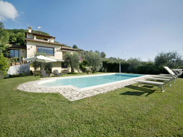 Le Balze, Villa for rent in Camaiore, Tuscany