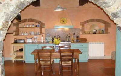 Villa Gallo Nero: Partial view of the kitchen from the sitting room