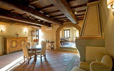 Borgo Toscano: hall