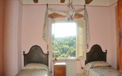Vigna San Giuseppe: The Pink Room just over the tuscan landscape
