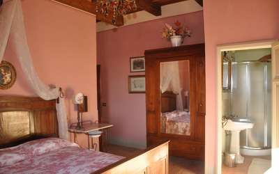 Vigna San Giuseppe: Red room & bath