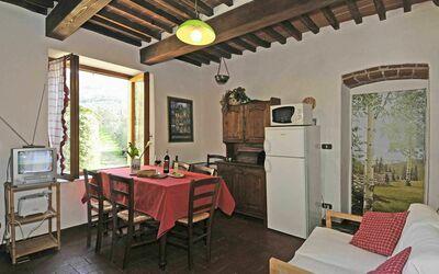 Fattoria Le Poggiola: kitchen 1st floor