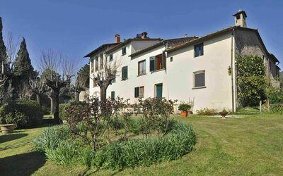 Fattoria Le Poggiola: front house late winter
