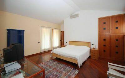 Dependance a: Bedroom 1/3
