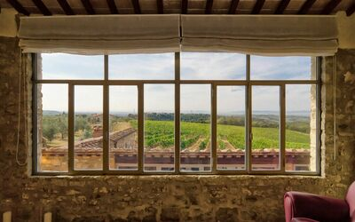 Villa Casanova: The farmhouse, with its stone facade, set in vineyards and olive groves and looks out over a breathtaking panorama.