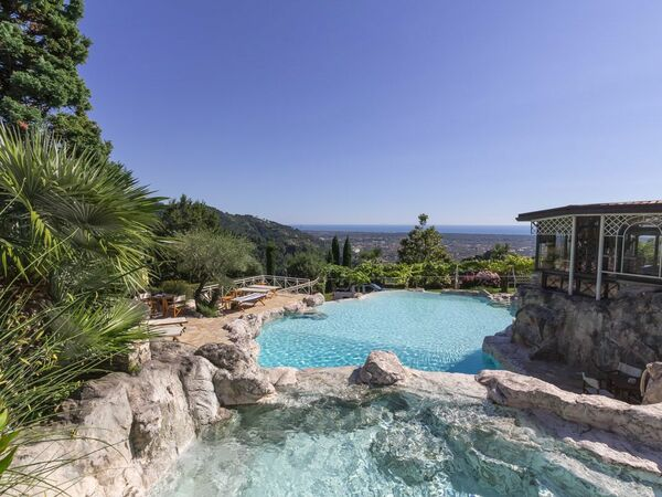 Casa Sotto, Holiday Apartment for rent in Seravezza, Tuscany
