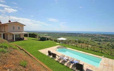 Villa Aurelia: Villa with Sea View in Tuscany