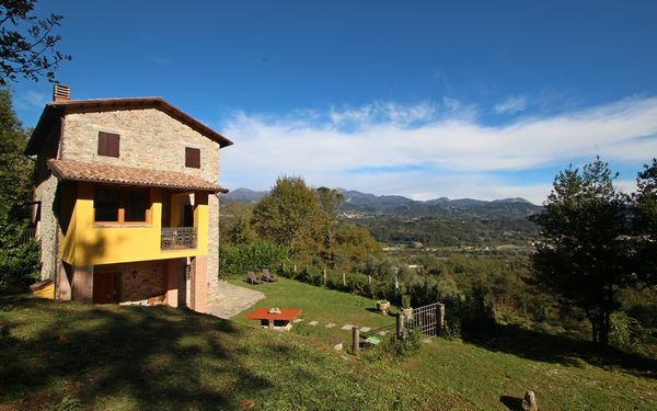 Casa Riccardo, Holiday Home for rent in Gallicano, Tuscany
