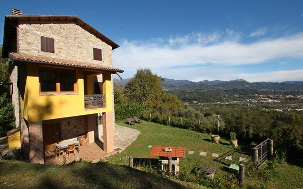 Casa Riccardo 8, Holiday Home for rent in Gallicano, Tuscany