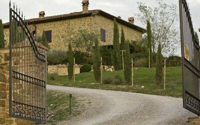 La Casa Del Sole Di Siena: The main gate of the property
