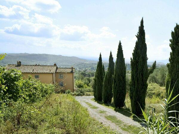 Teto, Villa for rent in San Gennaro, Tuscany
