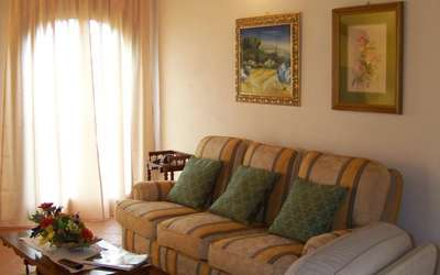 Antico Fienile: Living room / reading room / TV Sat HD / Lan Internet and WI-FI free