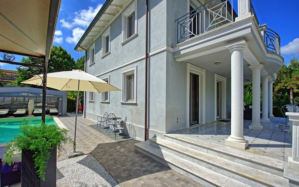 Villa Raffaela, Villa for rent in Camaiore, Tuscany