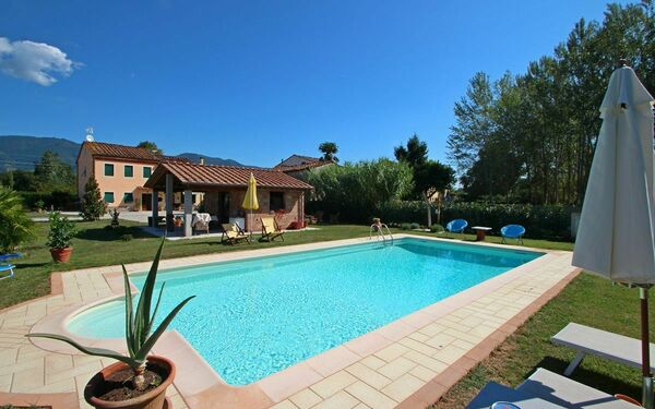 Rustico Chiasso, Holiday Apartment for rent in Capannori, Tuscany