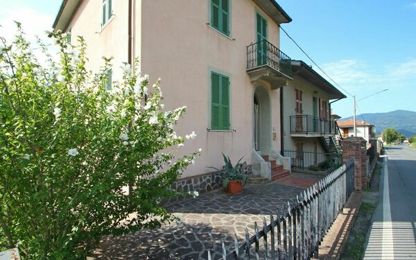 Casa Di Wanda, Holiday Home for rent in Bagnone, Tuscany