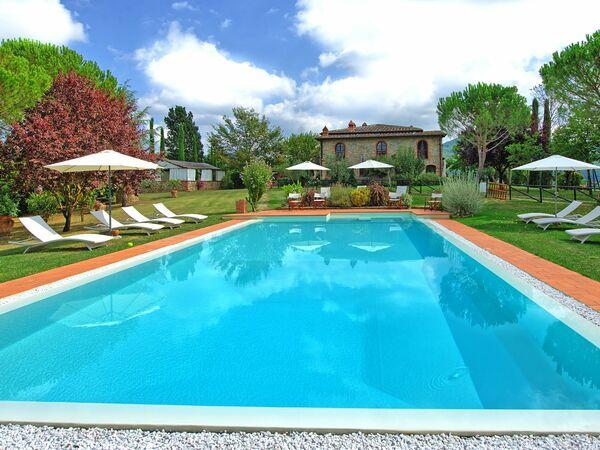 Villa Marika, Villa for rent in Pieve a Presciano, Tuscany