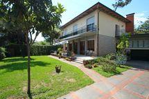 Il Martin Pescatore, Villa for rent in Marina Di Pietrasanta, Tuscany