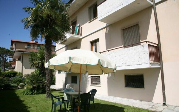 Appartamento Cecilia, Holiday Apartment for rent in Marina Di Pietrasanta, Tuscany