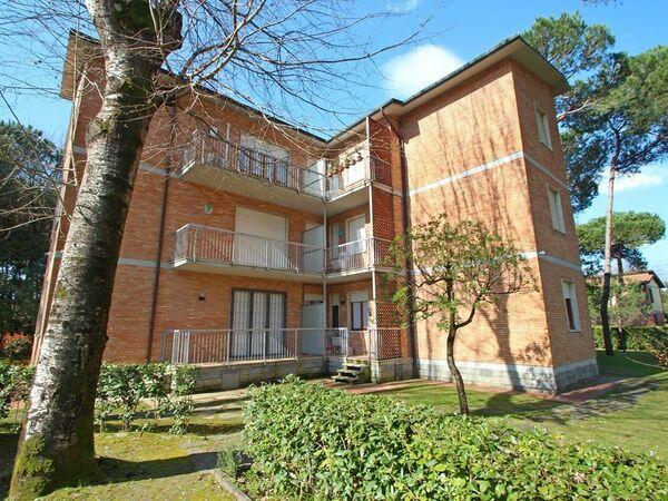 Appartamento Poveromo, Holiday Apartment for rent in Marina Di Massa, Tuscany