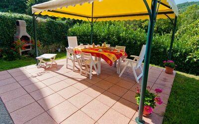Il Palazzetto: Garden with gazebo