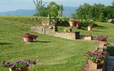 Mulino a Montegonzi Di Rimaggio: the garden and the Pratomagno mountains in the distance
