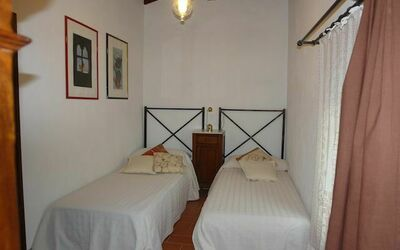 Macine: twin bedded room