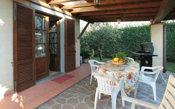Villa Mario, Villa for rent in Forte Dei Marmi, Tuscany
