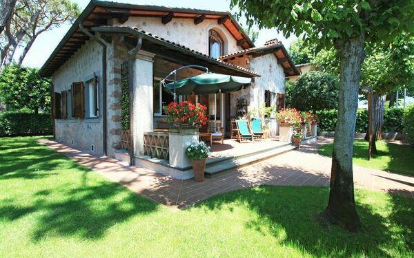 Villa Andrea, Villa for rent in Forte Dei Marmi, Tuscany