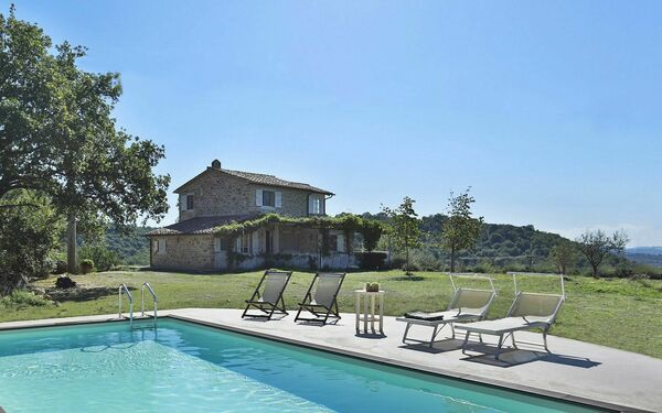 La Campanina, Villa for rent in Capanne, Tuscany