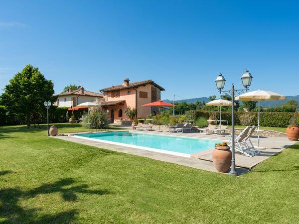 Pallatoio, Villa for rent in Senni, Tuscany
