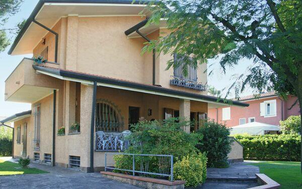 Villa Rita, Villa for rent in Forte Dei Marmi, Tuscany