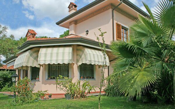 Villa Felice, Villa for rent in Forte Dei Marmi, Tuscany