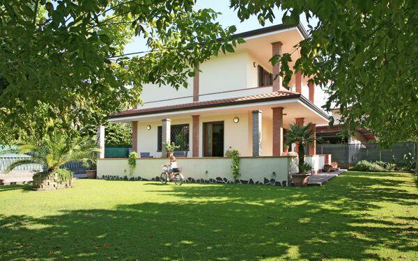 Villa Chiara, Villa for rent in Forte Dei Marmi, Tuscany