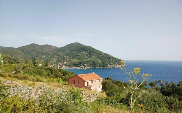 La Regolina, Villa for rent in Valle Santa, Liguria