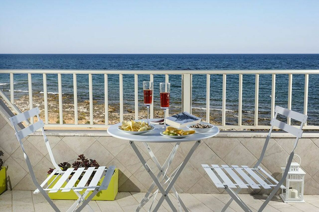 Dining in front of the Sea