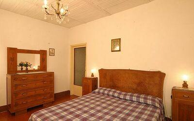807: bedroom