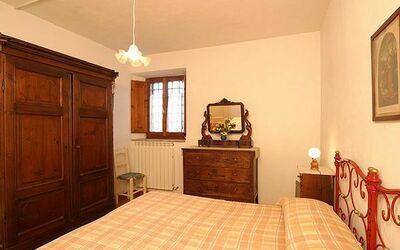 808: bedroom