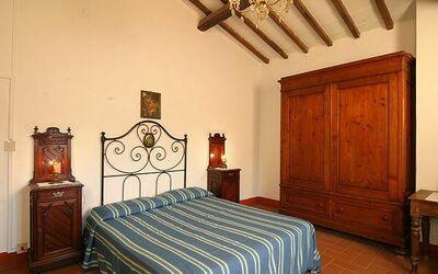 805: bedroom