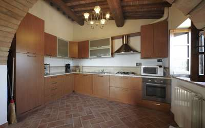 Appartamento Collinella: The kitchen is equipped with dishwasher, oven, microwave, kettle, toaster and fridge.