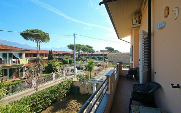 Appartamento Gabriele, Holiday Apartment for rent in Capanne-prato-cinquale, Tuscany
