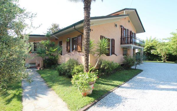 Caterina, Holiday Home for rent in Marina Di Massa, Tuscany