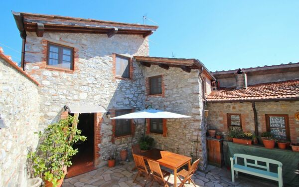 Casa Delle Viole, Holiday Home for rent in Gombitelli, Tuscany