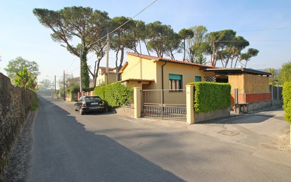 Mariella, Holiday Home for rent in Marina Di Massa, Tuscany