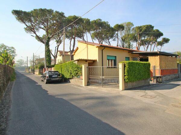 Mariella, Holiday Home for rent in Marina Di Massa, Tuscany