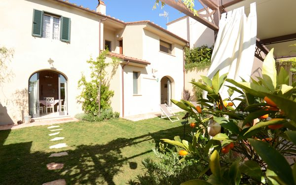 Al Colle Di Lari, Country House for rent in Aiale, Tuscany