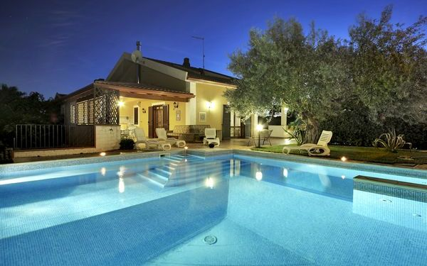 Villa Dell'ulivo, Villa for rent in Marina Di Ragusa, Sicily